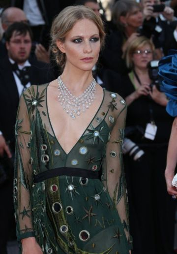 Poppy Delevingne in Burberry and Chopard Jewels - Courtesy of closermag.fr