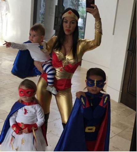 Kourtney Kardashian and family as superheroes - Photo KourtneyKardash - Instagram