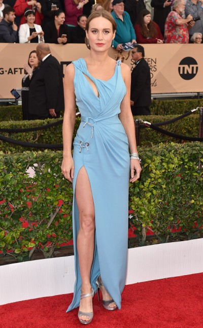 Brie Larson in Versace - Photo Jordan Strauss - Invision - AP