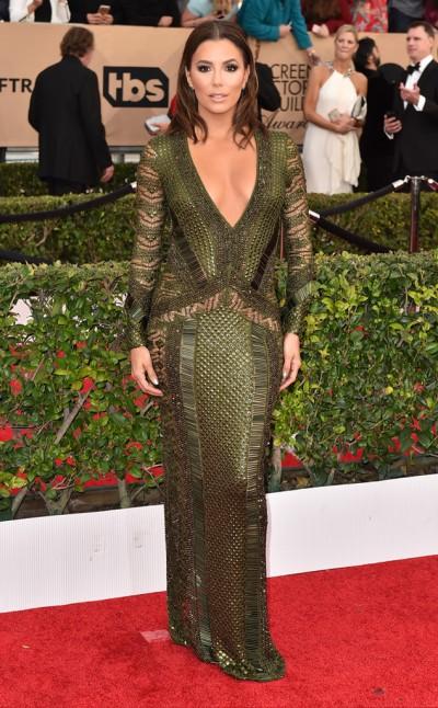 Eva Longoria in Julien Macdonald - Photo Jordan Strauss - Invision - AP