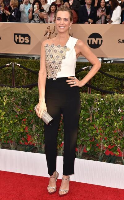Kristen Wiig in Roland Mouret - Photo Joanne Strauss - Invision - AP
