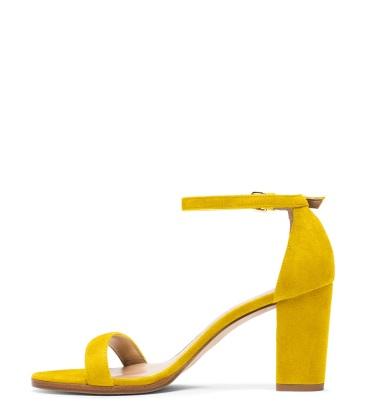 Olivia Culpo yellow chunky heel sandal - The Luxe Lookbook
