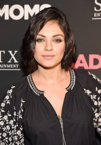 Twitter Mila Kunis - Photo credit-Kevin Mazur-Getty Images - The Luxe Lookbook