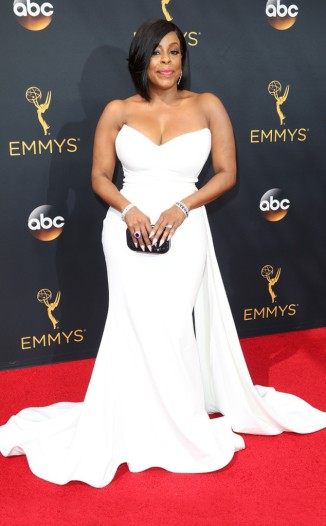 niecy-nash-in-christian-siriano-photo-by-jim-smeal-rex-shutterstock-the-luxe-lookbook