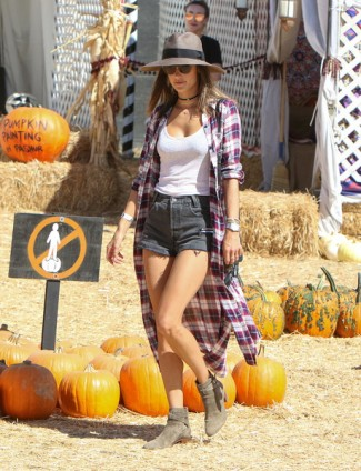 alessandra-ambrosio-at-pumpkin-patch-courtesy-of-zimbio-the-luxe-lookbook
