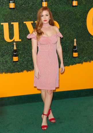 isla-fisher-at-veuve-clicquot-getty-the-luxe-lookbook