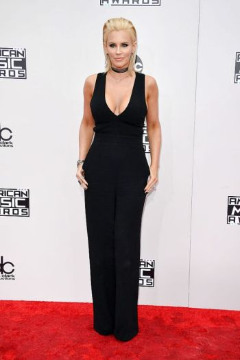 jenny-mccarthy-at-2016-amas-frederick-m-brown-getty-the-luxe-lookbook