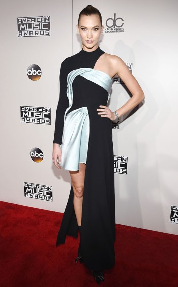 karlie-kloss-in-atelier-versace-at-2016-amas-frazer-harrison-getty-the-luxe-lookbook