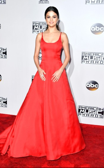 selena-gomez-in-prada-at-2016-amas-steve-granitz-wireimage-the-luxe-lookbook