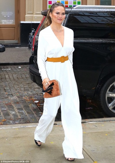chrissy-teigen-mama-style-akm-gsi-the-luxe-lookbook1