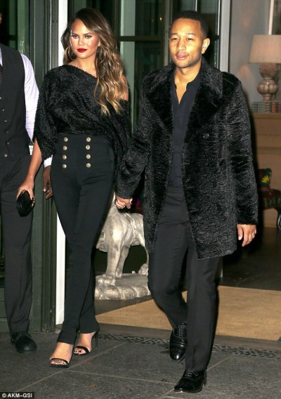 chrissy-teigen-mama-style-akm-gsi-the-luxe-lookbook2
