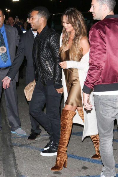 chrissy-teigen-mama-style-gotceleb-com-the-luxe-lookbook4