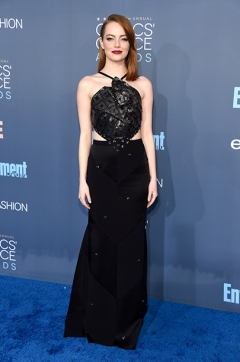 SANTA MONICA, CA - DECEMBER 11: Actress Emma Stone attends The 22nd Annual Critics' Choice Awards at Barker Hangar on December 11, 2016 in Santa Monica, California. (Photo by Kevin Mazur/WireImage)