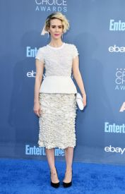 sarah-paulson-in-vera-wang-dress-with-tyler-ellis-clutch-and-niwaka-earrings-getty-the-luxe-lookbook