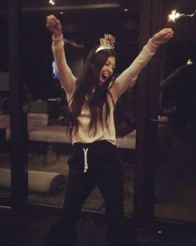 kourtney-kardashian-instagram-the-luxe-lookbook